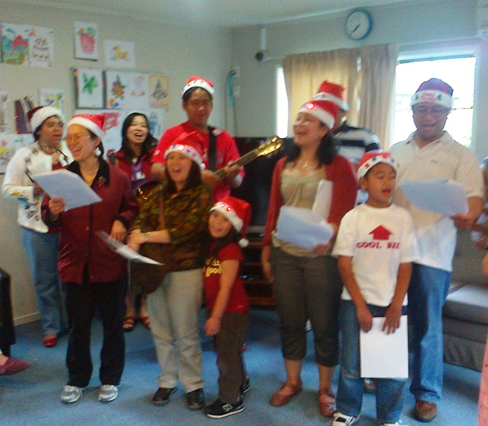 Sharing the Spirit of Christmas in Auckland through Caroling (6/6)