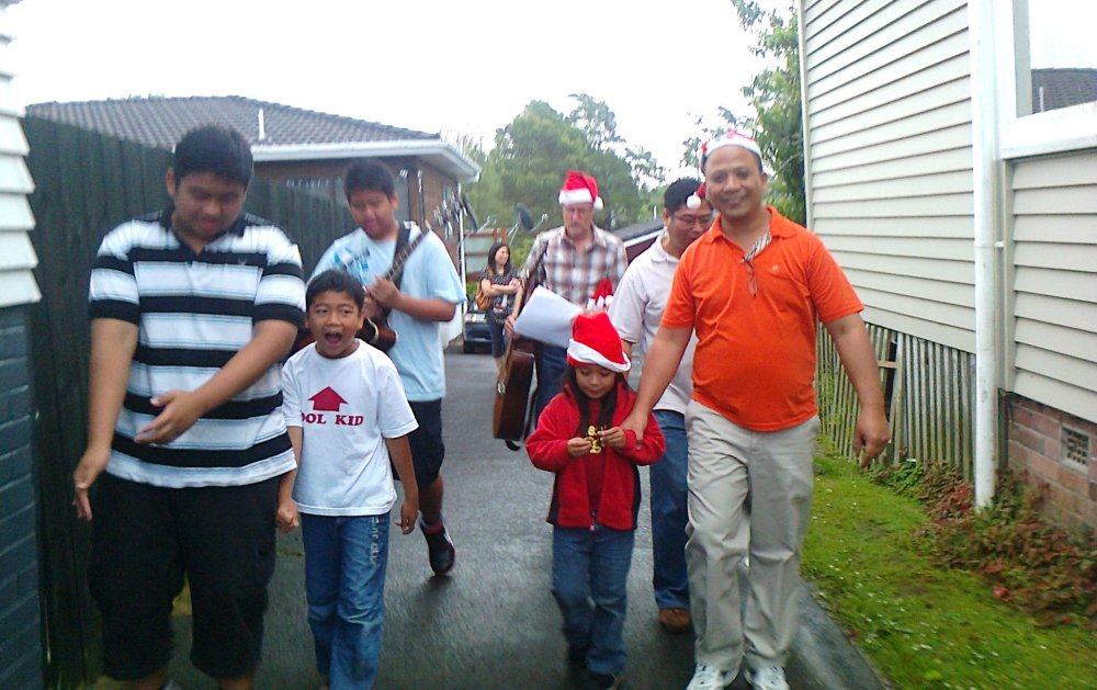 Sharing the Spirit of Christmas in Auckland through Caroling (3/6)
