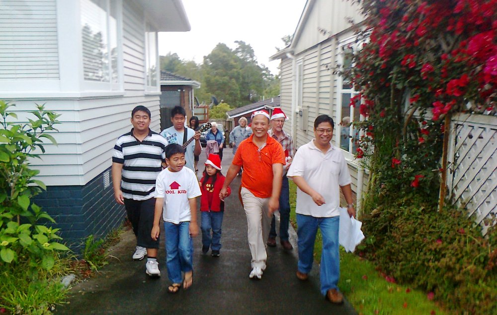 Sharing the Spirit of Christmas in Auckland through Caroling (4/6)